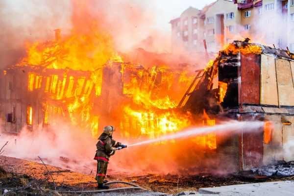 כיבוי שריפה בבניין ישן
